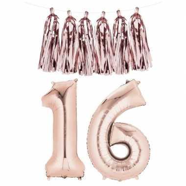 Sweet 16 gefeliciteerd ballon cijfer 16 rose goud met slinger