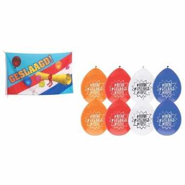 Vlag geslaagd/afgestudeerd met diploma + 8x geslaagd thema versiering ballonnen 27 cm